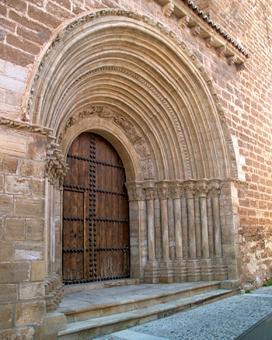 Puerta de Santiago en la Iglesia de San Salvador de Cifuentes