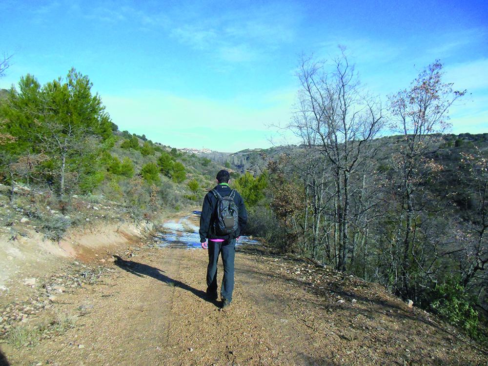 Senderista por la ruta de Las Pozas de Manolete