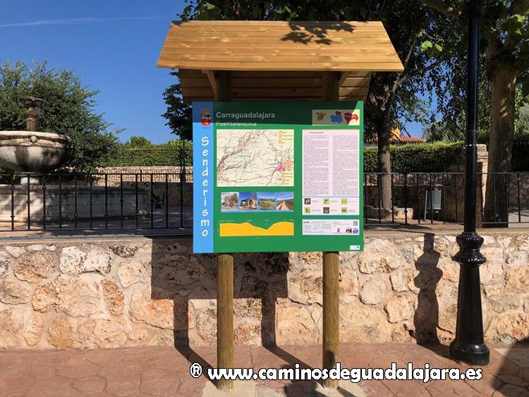 Panel en Fuentelencina, con sendero no homologado