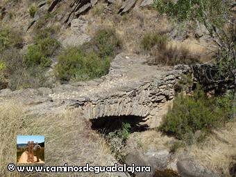 Puente sobre el río Cristóbal