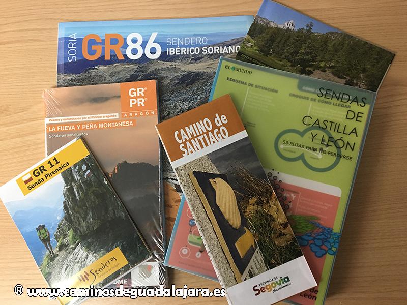 Una selección de folletos y libros recogidos en los diferentes stands