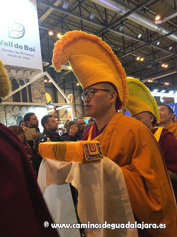 Un grupo de monjes budistas participaron en la inauguración