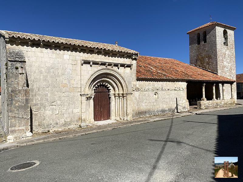 Campisábalos con su bella iglesia parroquial con mensuario en la fachada