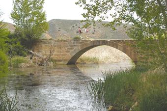 Puente Morisca sobre el Gallo en Castilnuevo