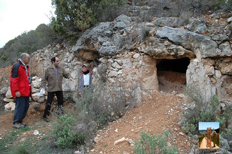 Entrada a la Cueva de los Hermanicos
