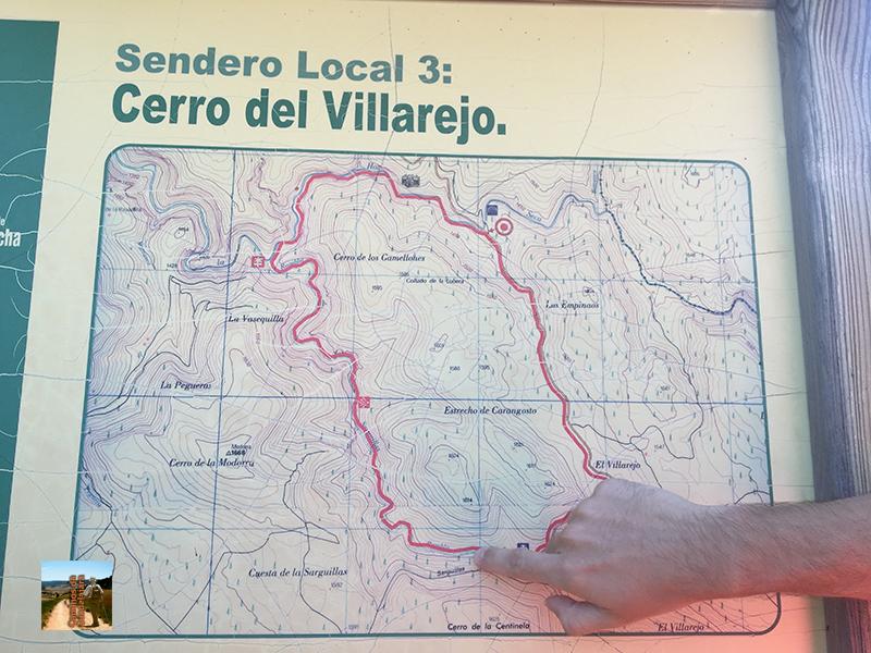 Cartel indicador con la ruta